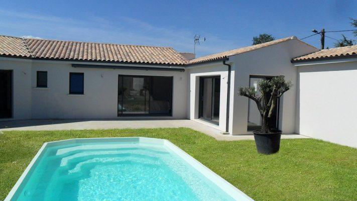 maison ouvertures alu porche terrasse piscine