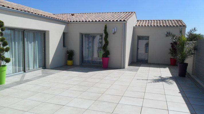 photo maison dompierre sur mer terrasse avec dallage sur plot